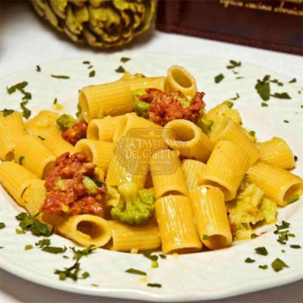 mezze maniche broccoli salsicce Taverna del ghetto