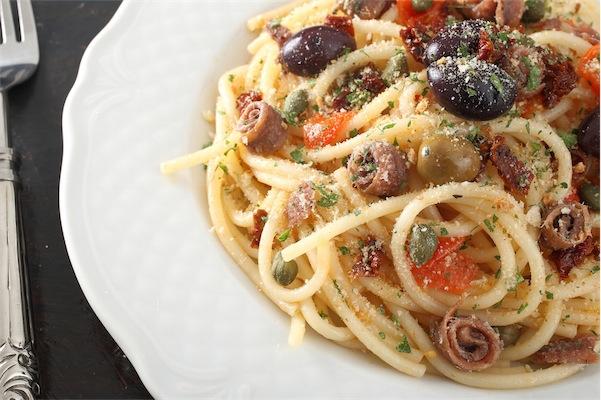 spaghetti puttanesca ricetta